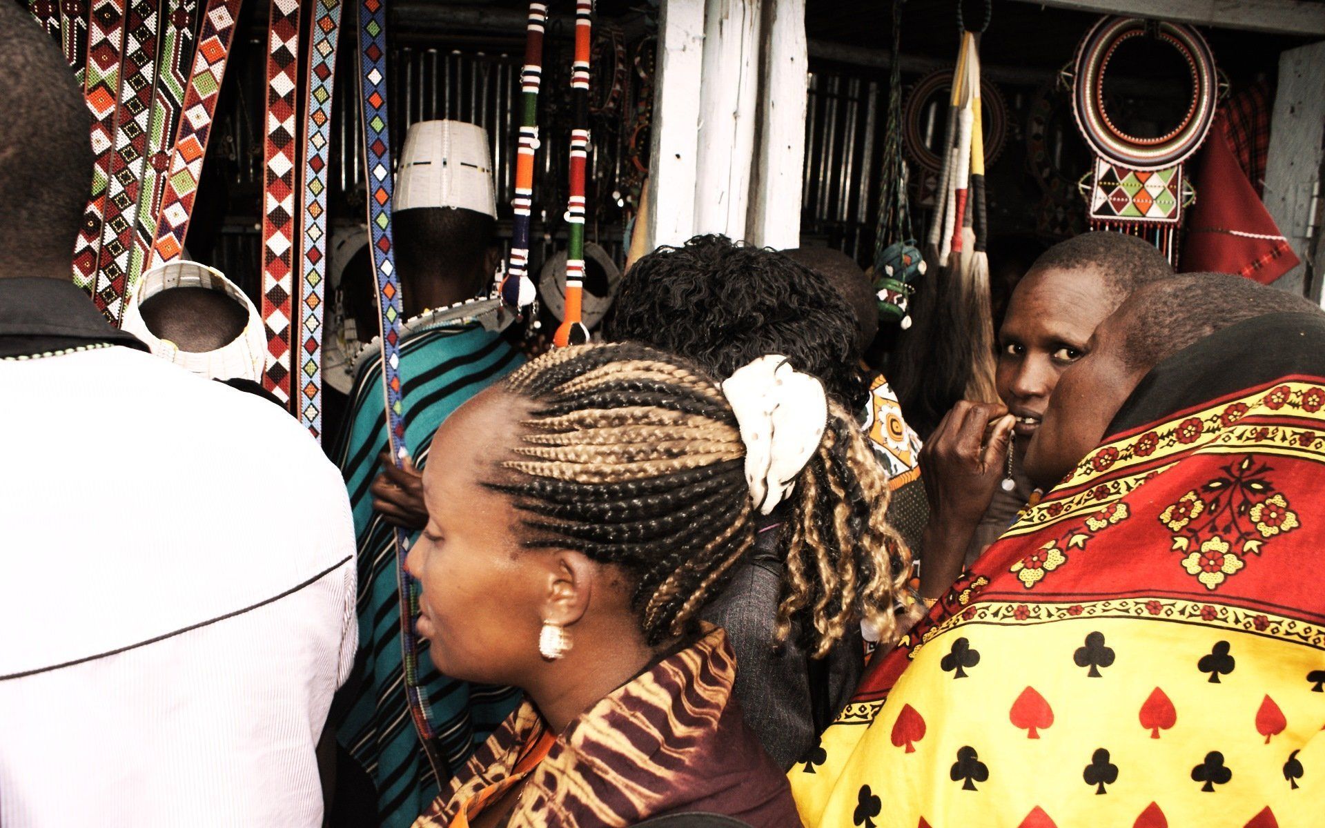 Namanga is an active transit point for big business between Kenya and Tanzania. Here, you will also meet the women handicraft merchants at your service.